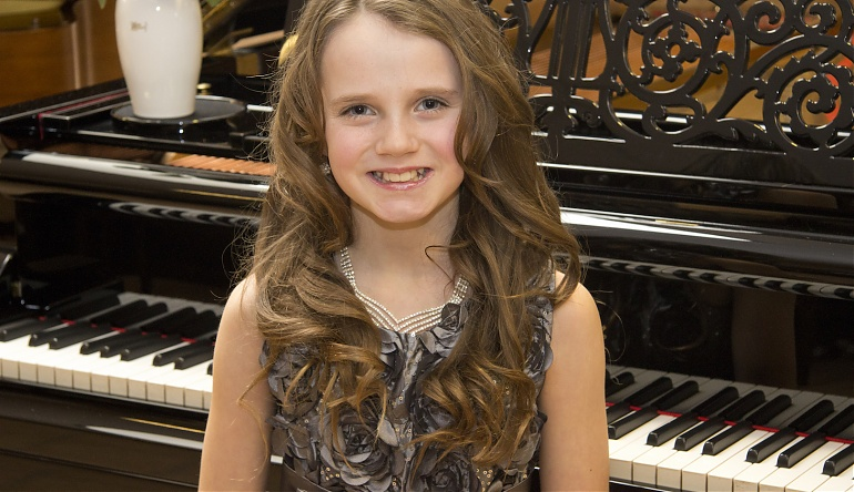 Showtime Stage Set For Singing Sensation Amira And